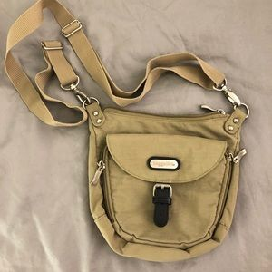 Baggalini crossbody bag, fanny pack in beige. used